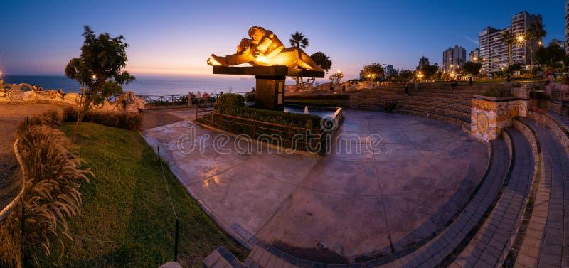 Anoramic widok miłość park po zmierzchu obrazy stock