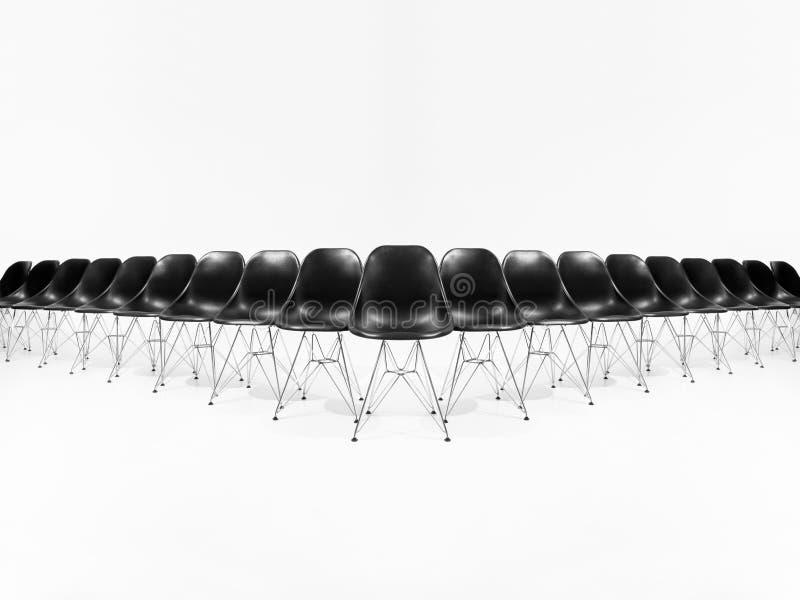 Anordnung der schwarzen Stühle lizenzfreie stockbilder