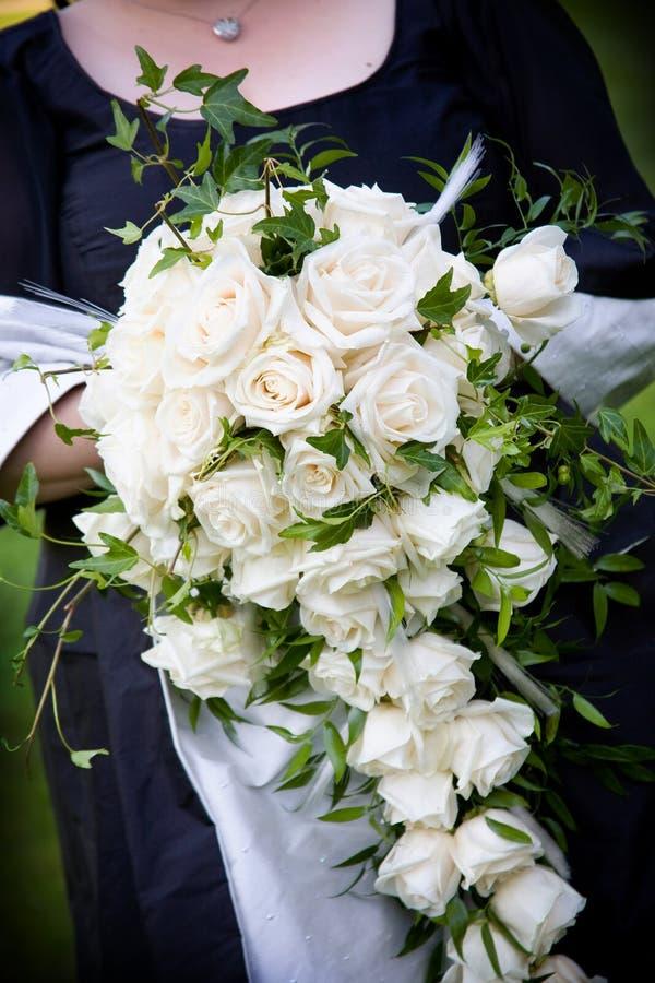 Anordnung der weißen Blume des Hochzeitsblumenstraußes stockfotos