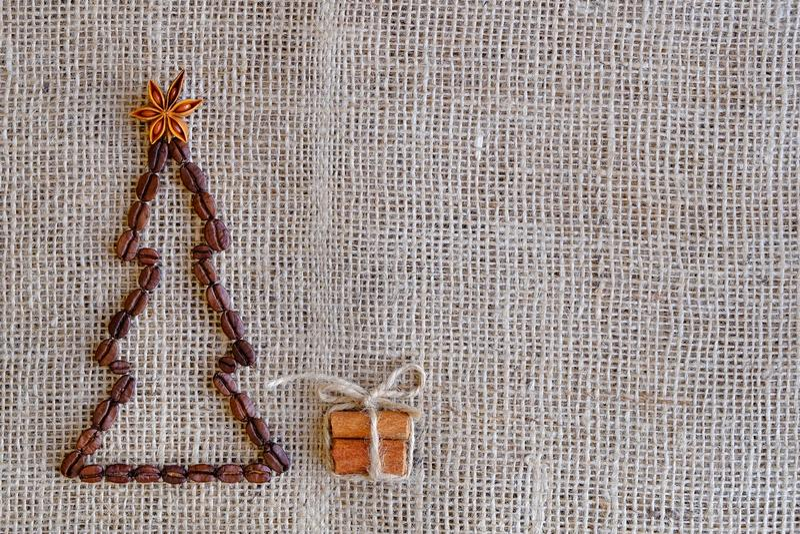 Anos novos do fundo com café Ideia superior do fundo dos feijões de café Fundo do Natal com café imagens de stock royalty free