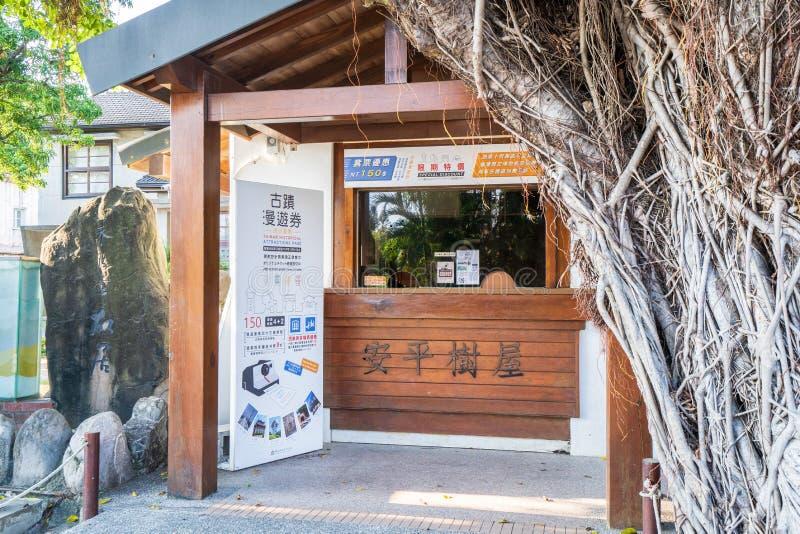 Anping trädhus på det Anping området, Taiwan på September 20, 2018 Detta gamla lager täckas förbi förgrena sig av forntida Banyan royaltyfri bild