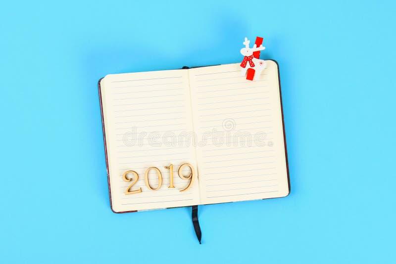 2019 ans Bloc-notes blanc Plans et buts pendant l'année Vue supérieure, configuration plate photo libre de droits
