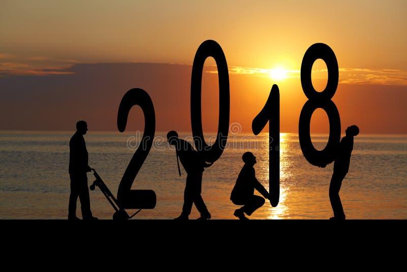 2018 ans et homme de silhouette images stock