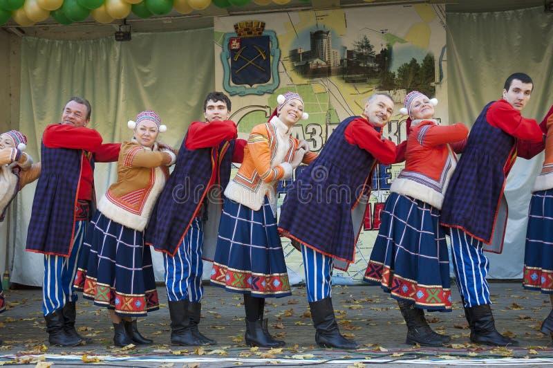 Ansamble popular ruso del arco iris de la danza imágenes de archivo libres de regalías