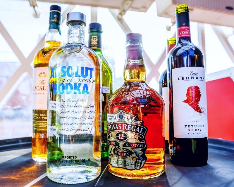Ansammlung Alkoholische Getränke Redaktionelles Stockbild - Bild von ...