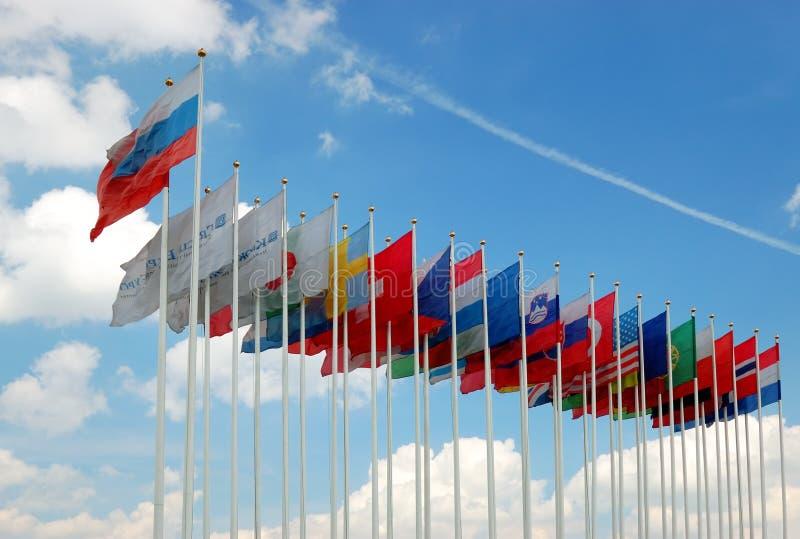 Ansammlung internationale Markierungsfahnen stockfotos
