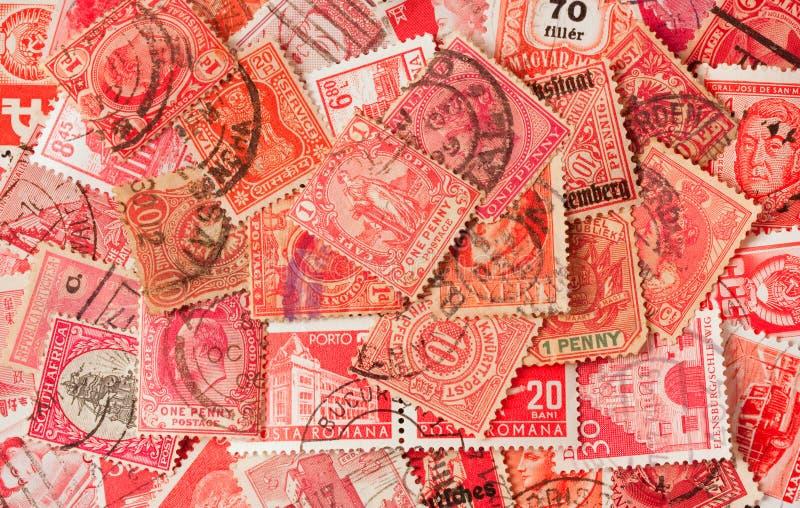 Ansammlung rote alte Briefmarken stockfoto