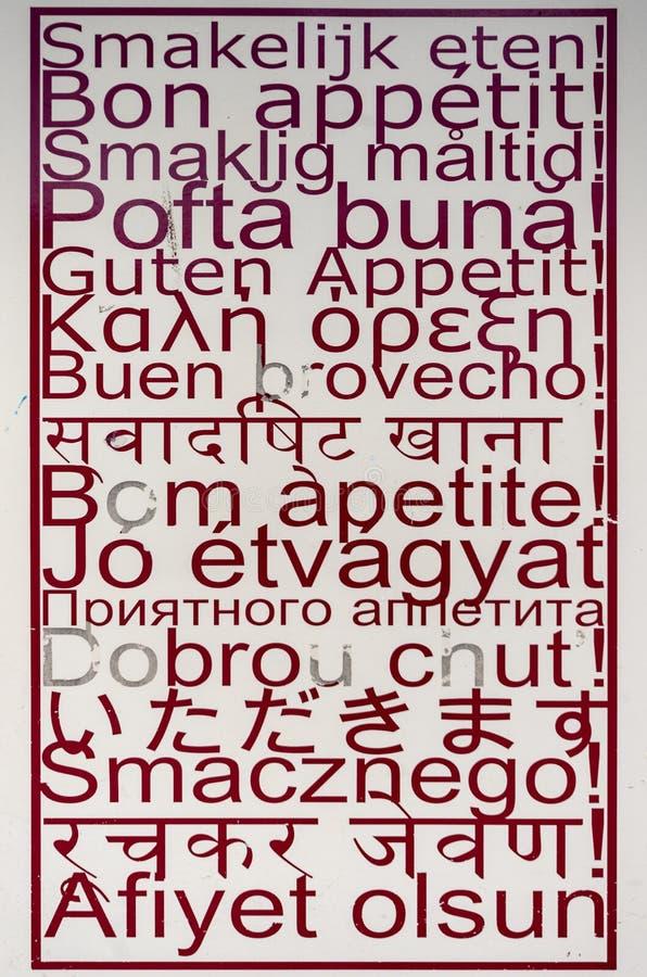 Anschlagtafel 'Bon appetit ' lizenzfreie stockbilder