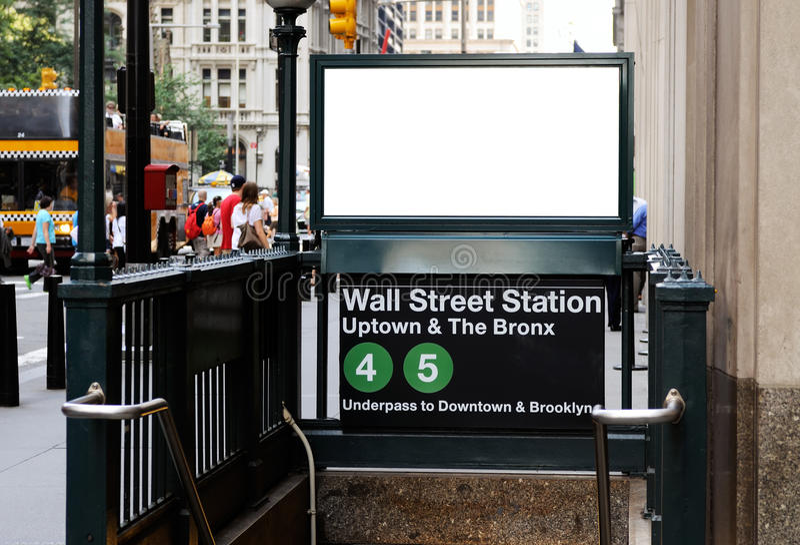 Anschlagtafel in der Street-Station lizenzfreies stockfoto