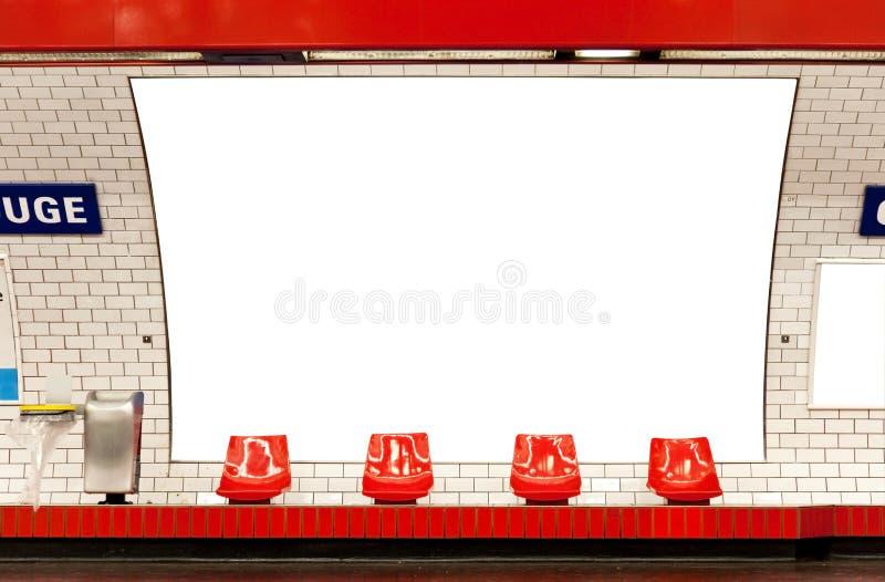 Anschlagtafel in der Untergrundbahn stockbilder