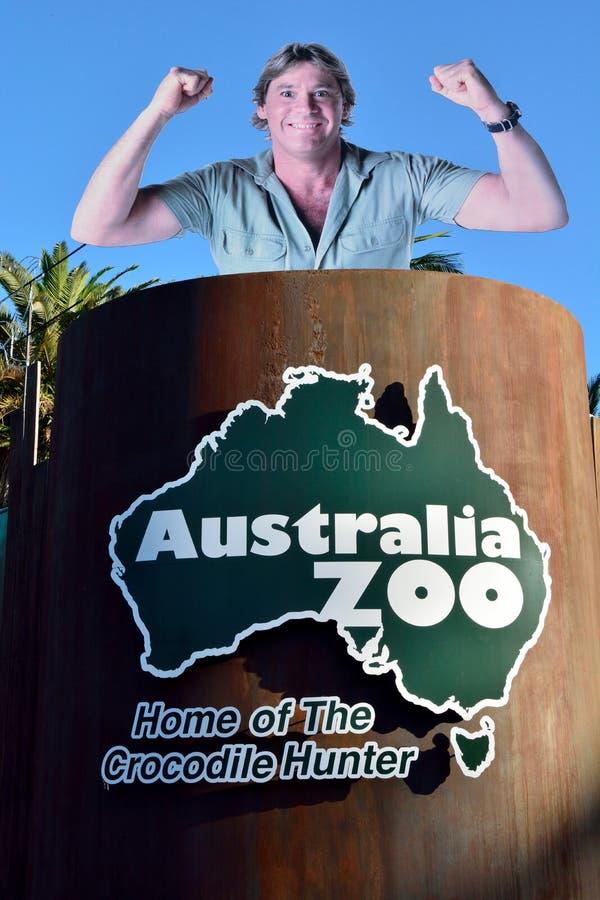 Anschlagtafel, die späten Steve Irwin und Karte von Australien darstellt stockbild