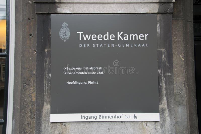Anschlagtafel Tweede Kamer Der Staten-Generaal beim Ingang Binnenhof 2 bei Den Haag The Netherlands 2018 lizenzfreies stockfoto