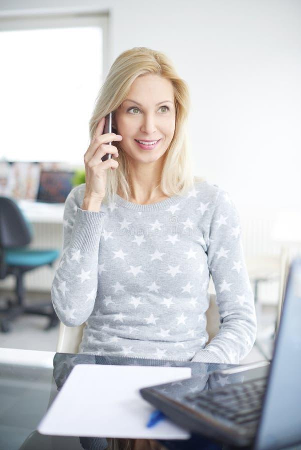 Anschließen an Kunden stockfotos
