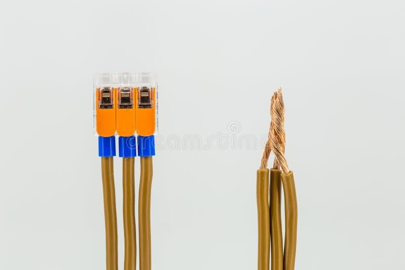 Fantastisch Elektrische Kabel Anschließen Galerie - Der Schaltplan ...