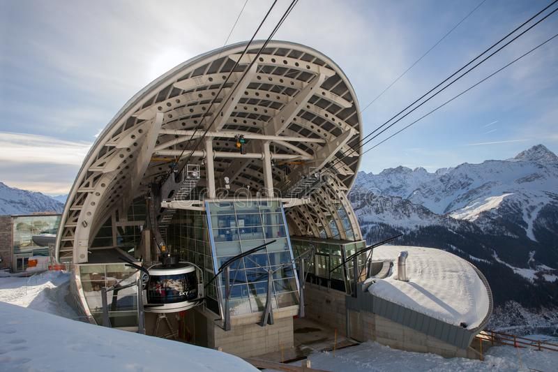 Anschluss der Kabelbahn SKYWAY zu Mont Blanc stockfoto