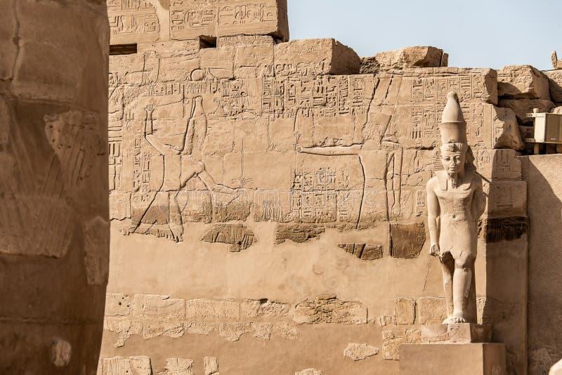 Anscient świątynia Karnak w Luxor, Archology Ruine Thebes Egipt obok Nile rzeki - obraz royalty free
