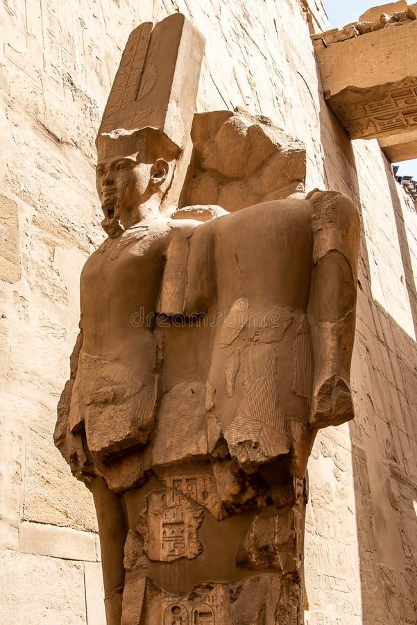 Anscient świątynia Karnak w Luxor, Archology Ruine Thebes Egipt obok Nile rzeki - fotografia royalty free