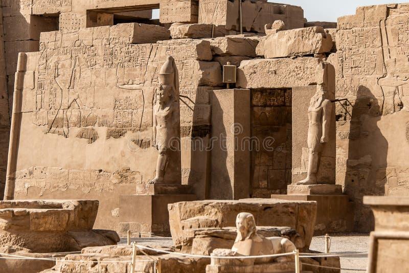 Anscient świątynia Karnak w Luxor, Archology Ruine Thebes Egipt obok Nile rzeki - zdjęcia royalty free