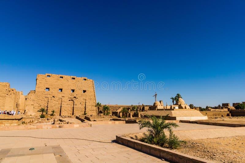 Anscienttempel van Karnak in Luxor - Geruïneerde Thebes Egypte stock fotografie