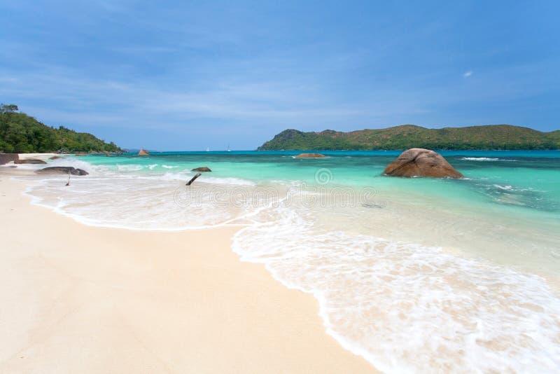 Download Anse Boudin海滩 库存照片. 图片 包括有 海岸, 海洋, 五颜六色, 松驰, 异乎寻常, 和平 - 30333148