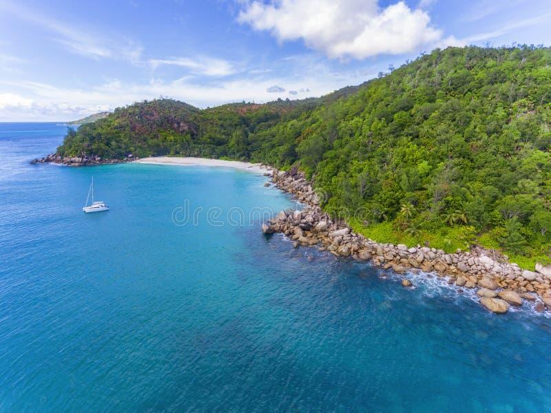 Anse Georgette på den Praslin ön, Seychellerna royaltyfri foto