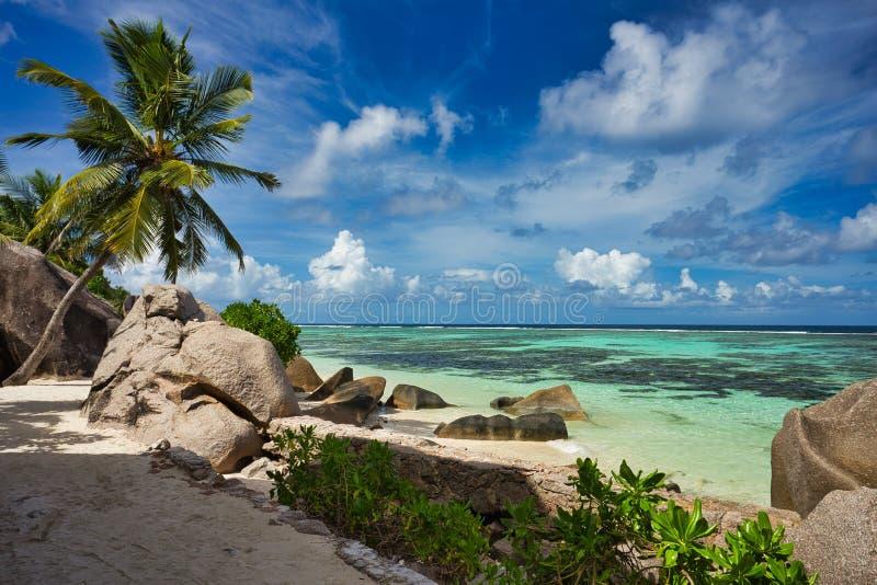 """Anse spiaggia di argento di fonte d """"all'isola di Digue della La, Seyshelles immagine stock libera da diritti"""