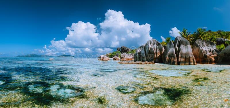 """Anse spiaggia di Paradise di argento di fonte d famosa """"sulla La Digue dell'isola in Seychelles La maggior parte del panorama eso fotografie stock libere da diritti"""