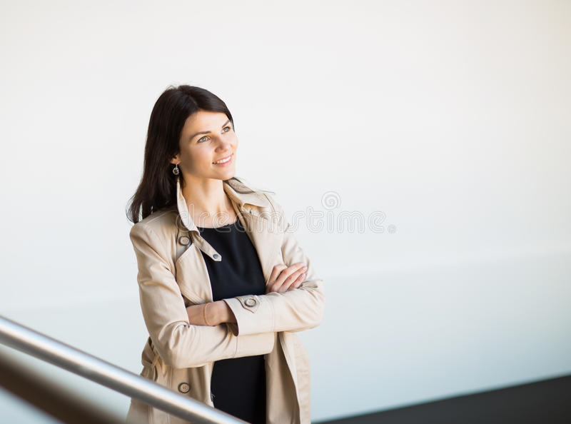 Anseende för affärskvinna i storstaden fotografering för bildbyråer