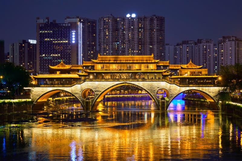 Anshun bro på natten, Chengdu, Kina fotografering för bildbyråer