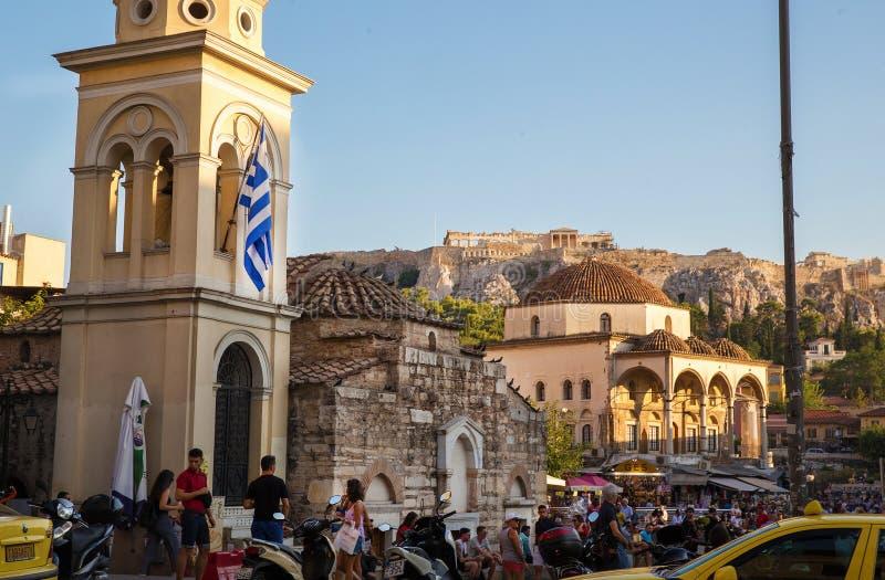Ansicht über Akropolis von Monastiraki-Quadrat und von der Stadt Athen lizenzfreie stockfotografie