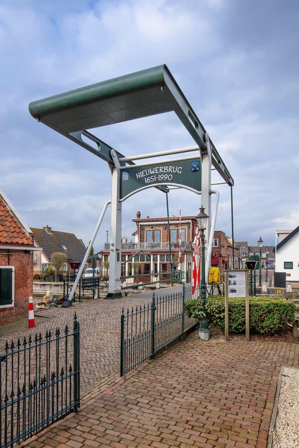 Ansicht über alte Brücke zwischen Bodegraven en Woerden, die Niederlande stockfotografie