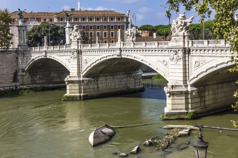 Ansicht über ` Angelo mit seinen schönen Skulpturen, Rom, Italien Ponte Sant lizenzfreie stockbilder