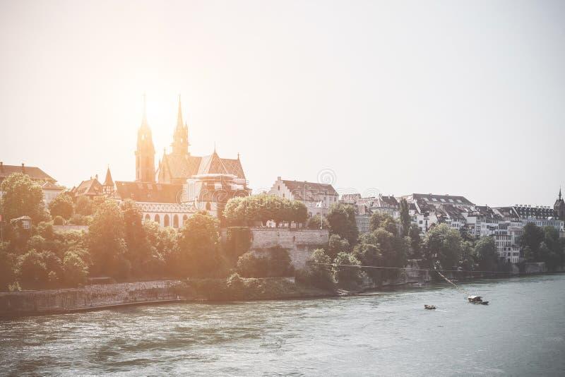 Ansicht über Basel-Stadt und Fluss Rhein lizenzfreie stockbilder
