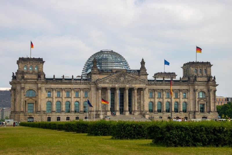 Ansicht über das Bundestag-/Reichstag-` - Gebäude des deutschen Parlaments in Berlin stockfotografie