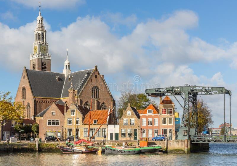 Ansicht über das Marnixkade und das Groote Kerk, Maassluis, das Nethe lizenzfreie stockfotos