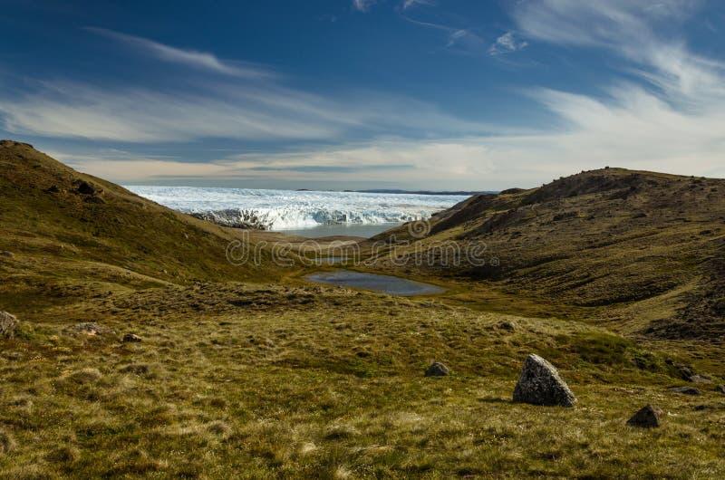 Ansicht über das Tal und den See nach vorn Gletscher stockfoto