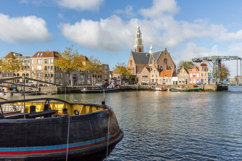 Ansicht über das Wasser auf dem Marnixkade, Maassluis, das Netherland lizenzfreie stockfotografie