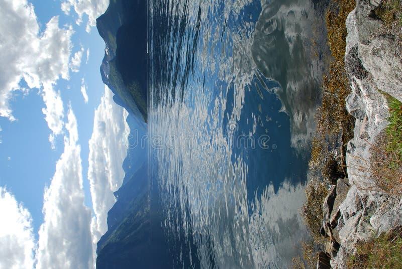 Ansicht über den Fjord sunnylvsfjorden in Norwegen lizenzfreies stockfoto