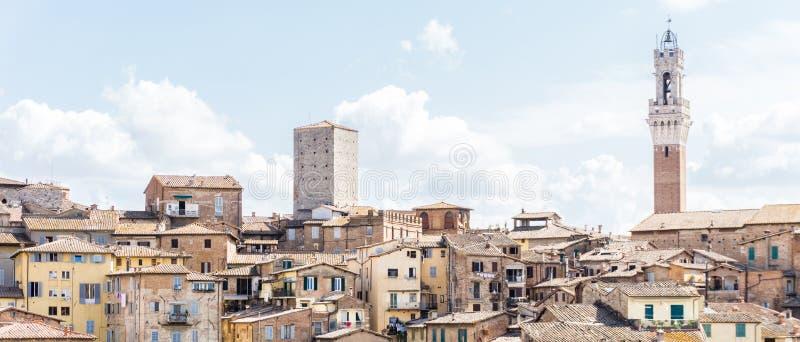 Ansicht über den Turm der Stadthalle auf italienisch Siena stockfoto