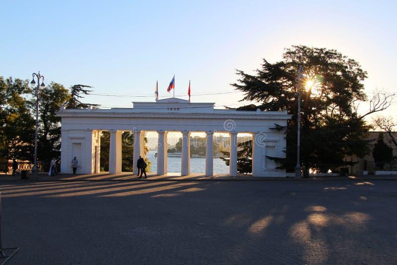 Ansicht über die Anlegestelle der Zählung in Sewastopol in Krim stockbilder