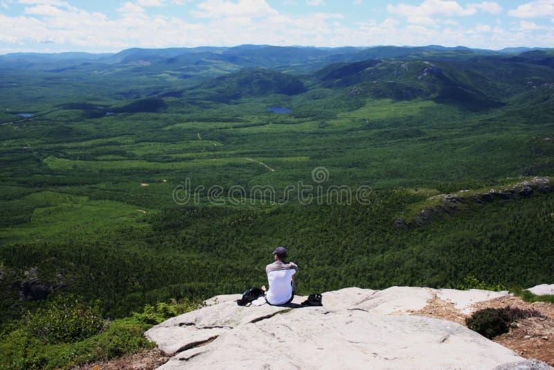 Ansicht über die Berge stockfotografie