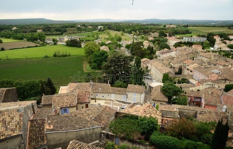 Ansicht über die Dächer Grignan-Gebäude lizenzfreie stockfotos