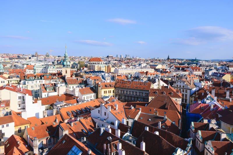 Ansicht über die Dachspitzen der alten Stadt in Prag lizenzfreies stockfoto
