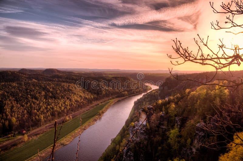 Ansicht über die Elbe stockfoto