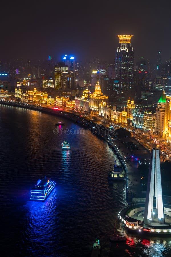 Ansicht über die Promenaden- u. Shanghai-Skyline nachts, Shanghai stockbild