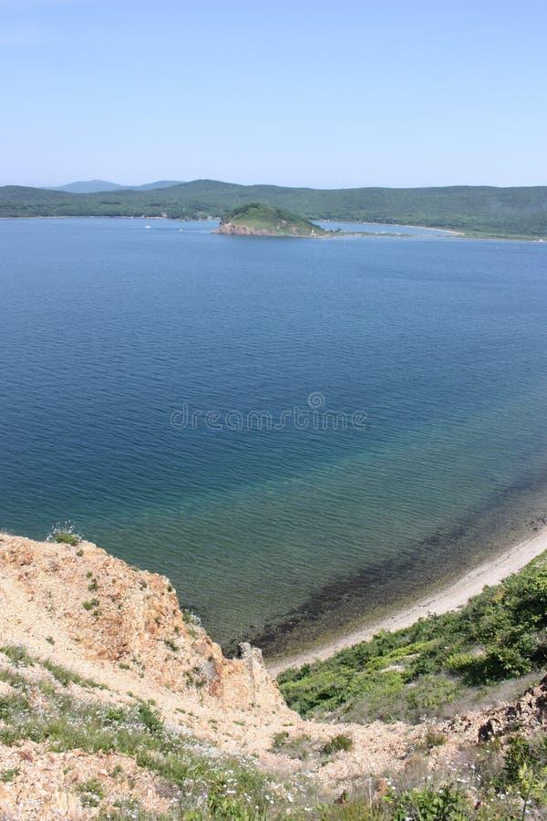 Ansicht über die Russky-Insel von der Popow-Insel stockbild