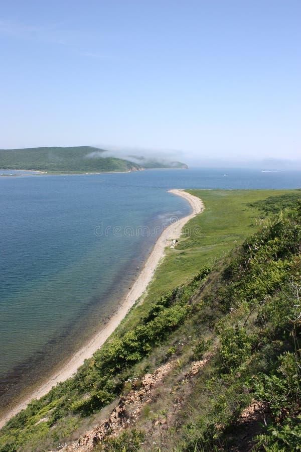 Ansicht über die Russky-Insel von der Popow-Insel lizenzfreie stockbilder