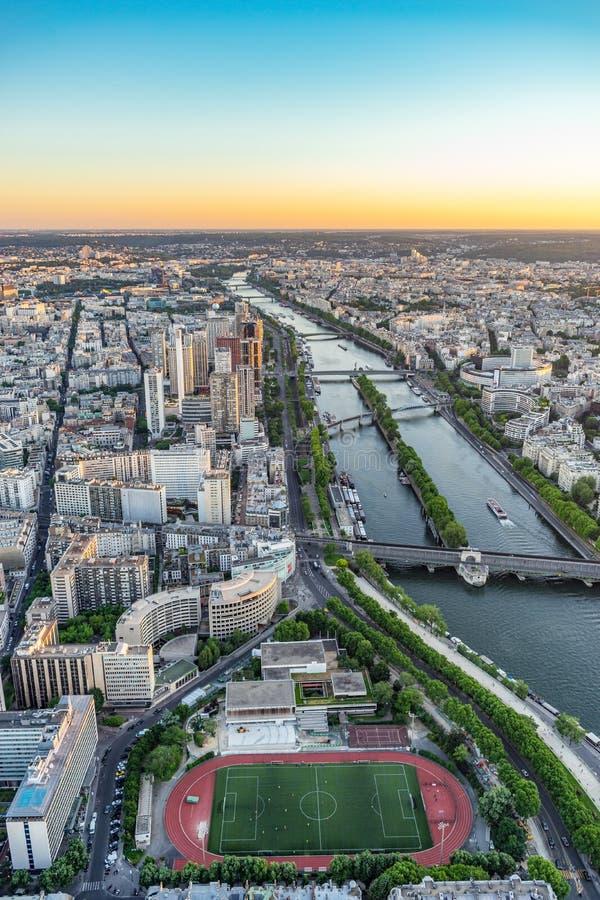 Ansicht über die Seine in Paris vom Eiffelturm lizenzfreies stockfoto