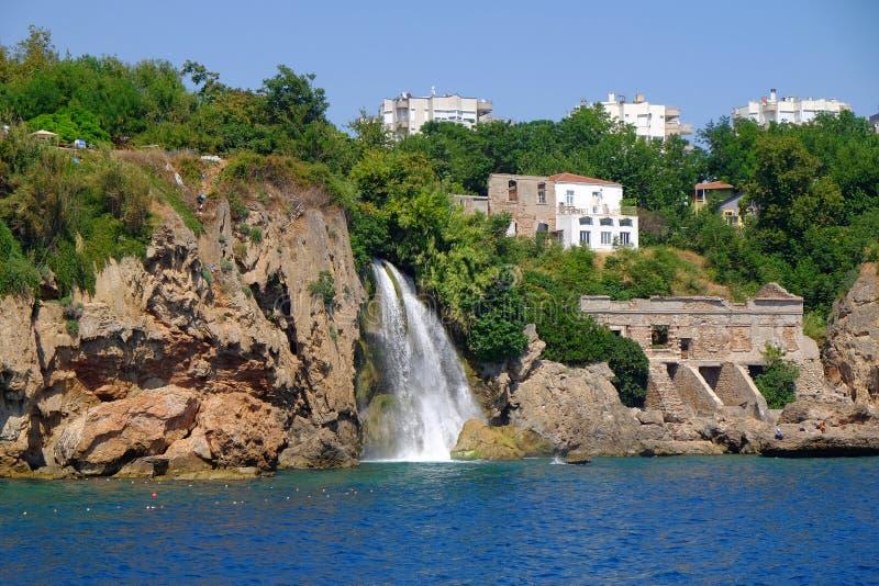 Ansicht über einen Wasserfall von Antalya lizenzfreie stockfotos