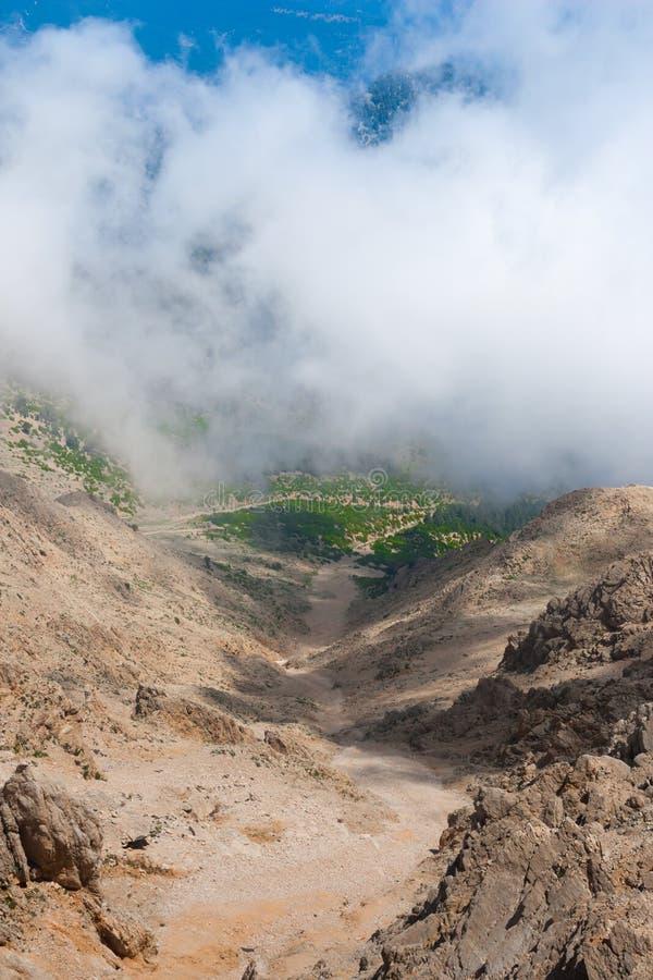 Ansicht über Gebirgsstraße vom Berg Tahtali stockfotos